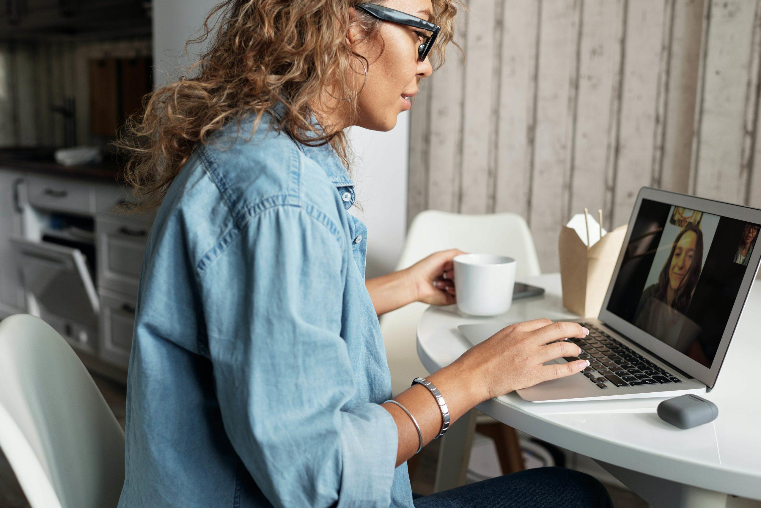 Formació continua virtual adreçada a persones en situació laboral activa